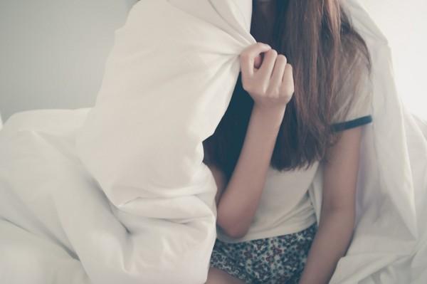 老公嘲「没性幻想」求看谜片!她床上SOP...泪诉:我是不是病了