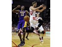 NBA/火箭出動「非洲天王」 搶第一時間見霍華德?