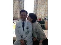 罕病天使潤潤面對鏡頭緊張 感謝醫師獻「愛的啾啾」