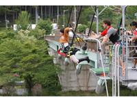 真人版米卡莎 日本蘿莉塔42米彈跳殺巨人
