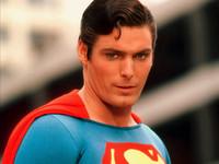 小偷吵醒女童自稱超人 騙「我會飛」從5樓踩空慘摔