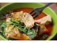 湯汁從縫隙中冒出來 無店名巷弄臭豆腐「好難吃」