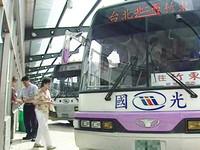 國光客運國道追撞大貨車 18人輕重傷
