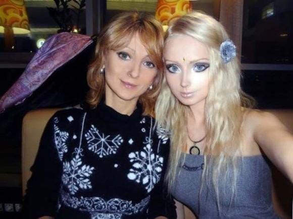 「白俄佳丽」淫照露天然美胸 乌克兰「芭比母女」成妖