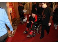 後台直擊/大陸春晚:陳奕迅坐輪椅 王力宏費翔好帥