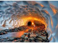 大自然鬼斧神工打造雪隧道的奇幻景色