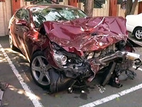 碰!酒駕追撞警車 車頭半毀2警傷重送醫