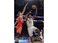 NBA/拒回答交易傳聞 艾西克:霍華德是最佳中鋒