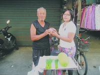 印尼看護心疼退休老工友 每日送熱茶沖出祖孫情