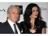 麥克道格拉斯、麗塔瓊斯離婚ing!證實已分居
