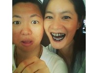 「知性美女」Janet綻放燦爛笑容 竟露出滿嘴大黑牙
