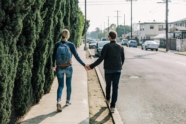害羞说爱!12星座男「最宠妳的瞬间」 被OO牵过马路=真的爱妳