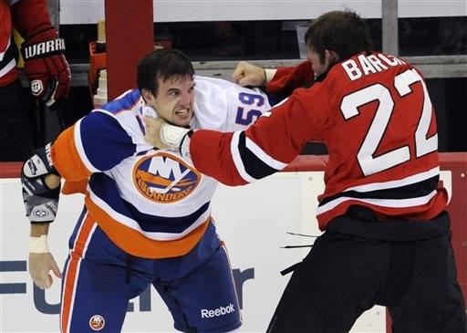 NHL\/先礼后兵? 冰球打架规则出现漏洞   ETtod