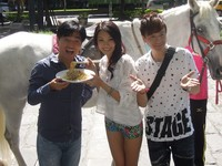 直擊/尷尬!吳宗憲友情站台 小鐘請大學生買涼麵慰勞