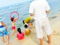 女童蛤板灣保育區海膽當玩具 母放任還大啖「沙西米」