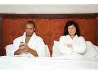 智慧型手機是情人節殺手? 網路業者:把關注留給對方