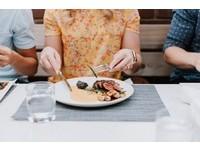 日本妹吃不完「有付錢幹嘛道歉」…男友1句霸氣喝斥:閉嘴啦!廚師淚噴