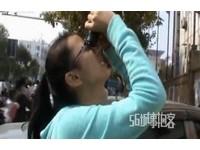 河南女跳樓 小學生爭用望遠鏡看:趕緊跳啊!