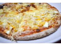 薑絲配上鹹蛋、玉米的披薩 有如中西文化在舌尖引爆