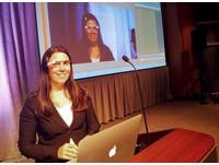 全美首例 加州女戴谷歌眼鏡開車吃罰單