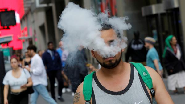 全美肺病患者逾530人!沃爾瑪宣布「停售電子煙」、電視台停廣告
