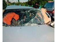 46歲南科上班女 自駕小客車撞中央分隔島…重傷送醫