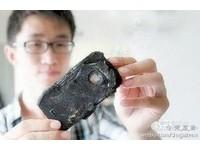 全球首例!iPhone 5S放床頭爆炸成黑磚 貴州男驚醒