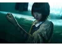 手臂冒出詭異螺旋狀痕跡 恐怖影史經典女王貞子回來了