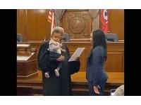 生完立刻返校!「超人媽」準時取得律師執照 法官邀1歲兒一起上台宣誓