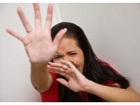 男友酒後常暴力相向 她多次原諒還被砍傷、澆熱水毀容