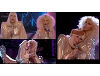 克莉絲汀和女神卡卡解10年心結 首度同台表演貼乳互摸