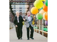 老夫妻相伴61年婚戒不離手 溫馨重現「天外奇蹟」場景