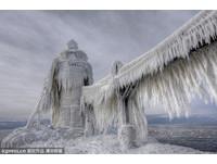 暴風雪襲美國 冰封燈塔有如翻版《明天過後》