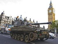 《戰地風雲3》倫敦造勢超吸睛 坦克車護衛民眾上班去