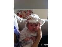 林熙蕾PO女兒雙滿月照 小S點破「母愛乳溝」