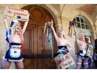 維護女權 烏克蘭美女赴巴黎裸胸抗議