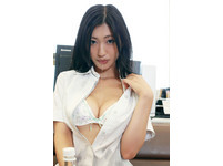 火辣!壇蜜變身SM女王 「挑逗夾乳頭」畫面驚悚