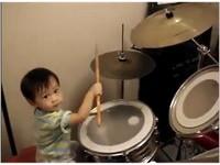 【影】天才小鼓手 1歲黃浩軒不輸專業演出