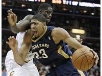 NBA/一眉道人戴維斯6.6秒致勝上籃 鵜鶘1分殺退馬刺