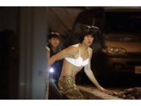 蕾絲Bra搭豹紋褲!《來自星星的你》金秀賢爆女裝舊照