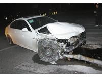 BMW酒駕男撞交警:給你們500萬,放我走!