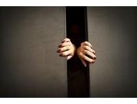 鬼打牆走不出電梯?監視器拍下老婦失蹤前詭異行徑