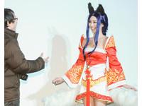 張景嵐現身《英雄聯盟狂歡節》與玩家共度情人節