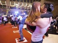 讓小學生配對喇舌!南韓接吻大賽超開放 行徑惹爭議