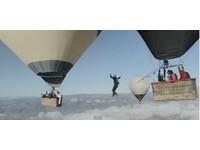 驚「天」特技! 法國大冒險家在熱氣球之間走鋼索