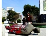 德國人敢在校園內豎立希特勒銅像嗎?