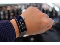快訊/三星公開智慧手表Gear 2跟智慧手環Gear fit售價