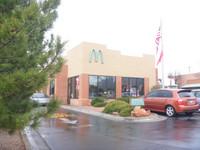 麥當勞招牌換顏色?美國「藍牌」麥當勞成新興觀光地