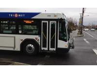 行人不專心!  美國波特蘭推45台「會說話」公車