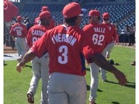 MLB/NBA「戰神」轉棒球? 艾佛森球衣現身費城人